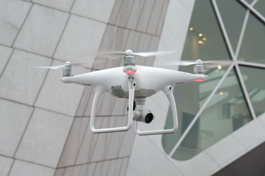 精灵4无人机初体验,大疆凭什么能越卖越贵? | 极客公园
