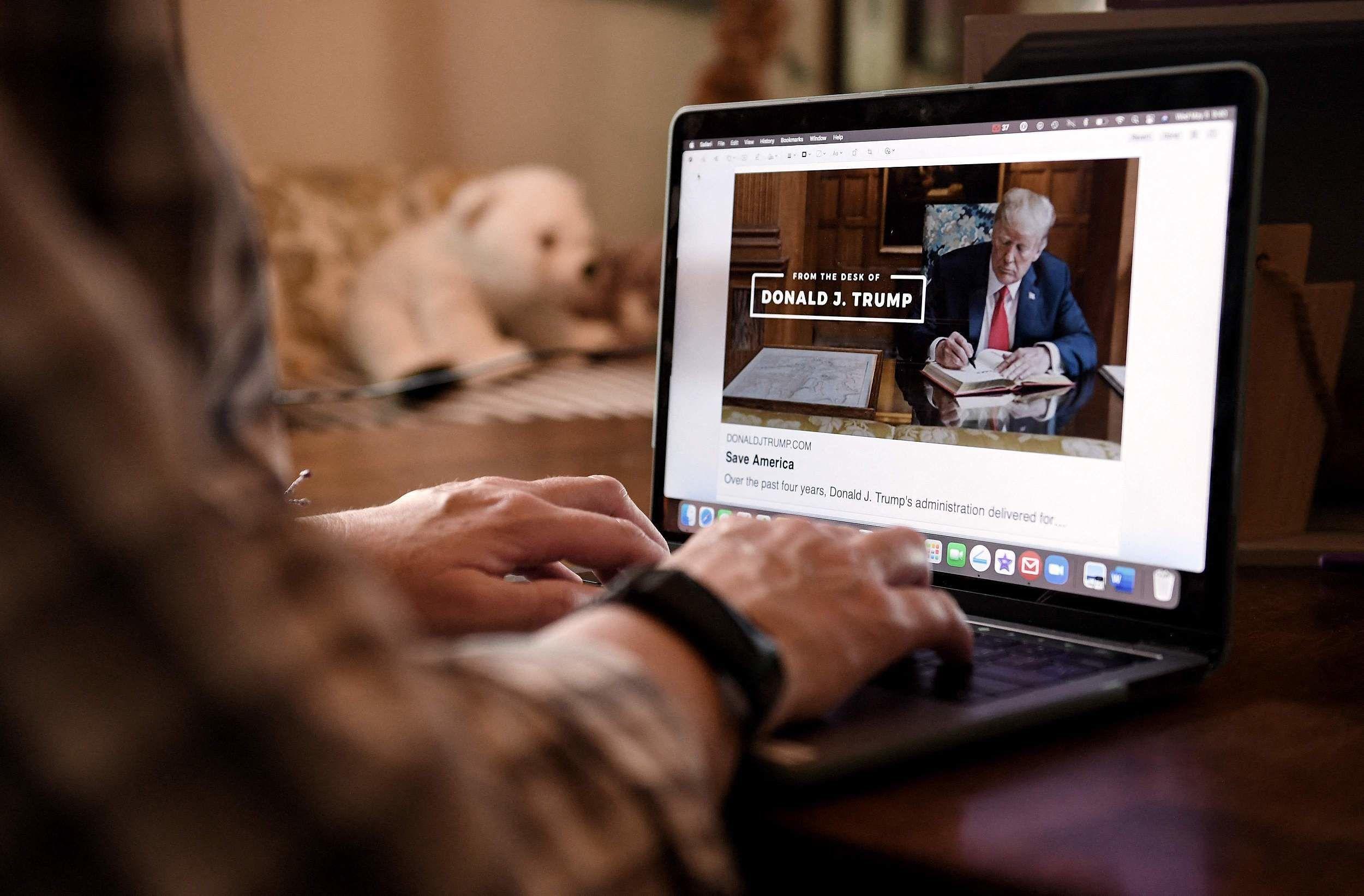 川普推新社交平台,只能点赞转发;腾讯公关总监因「青年睡觉」上热