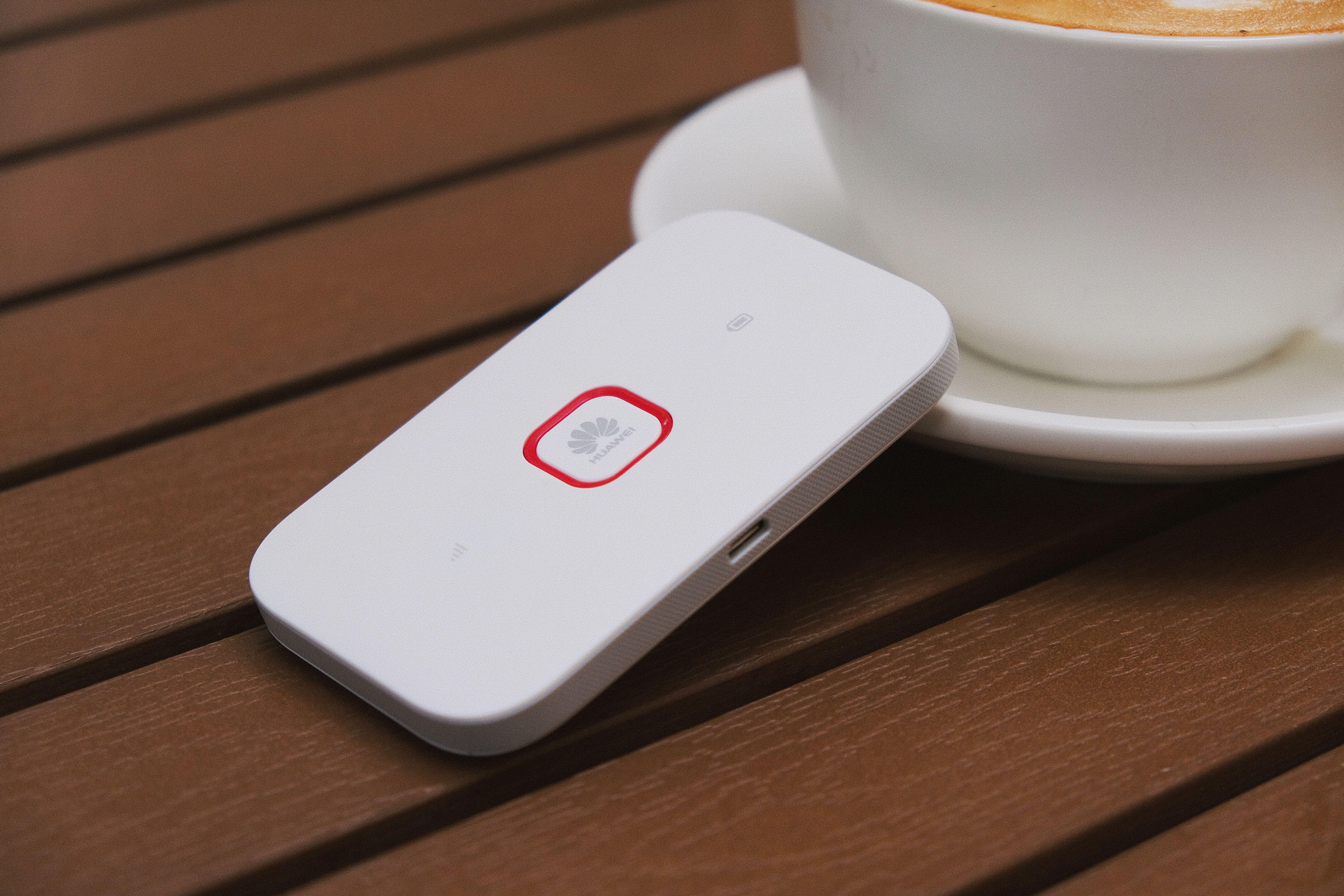 生活资讯_华为随行 WiFi 2 畅享版上手:高颜值的便携「口袋 WiFi」 | 极客公园