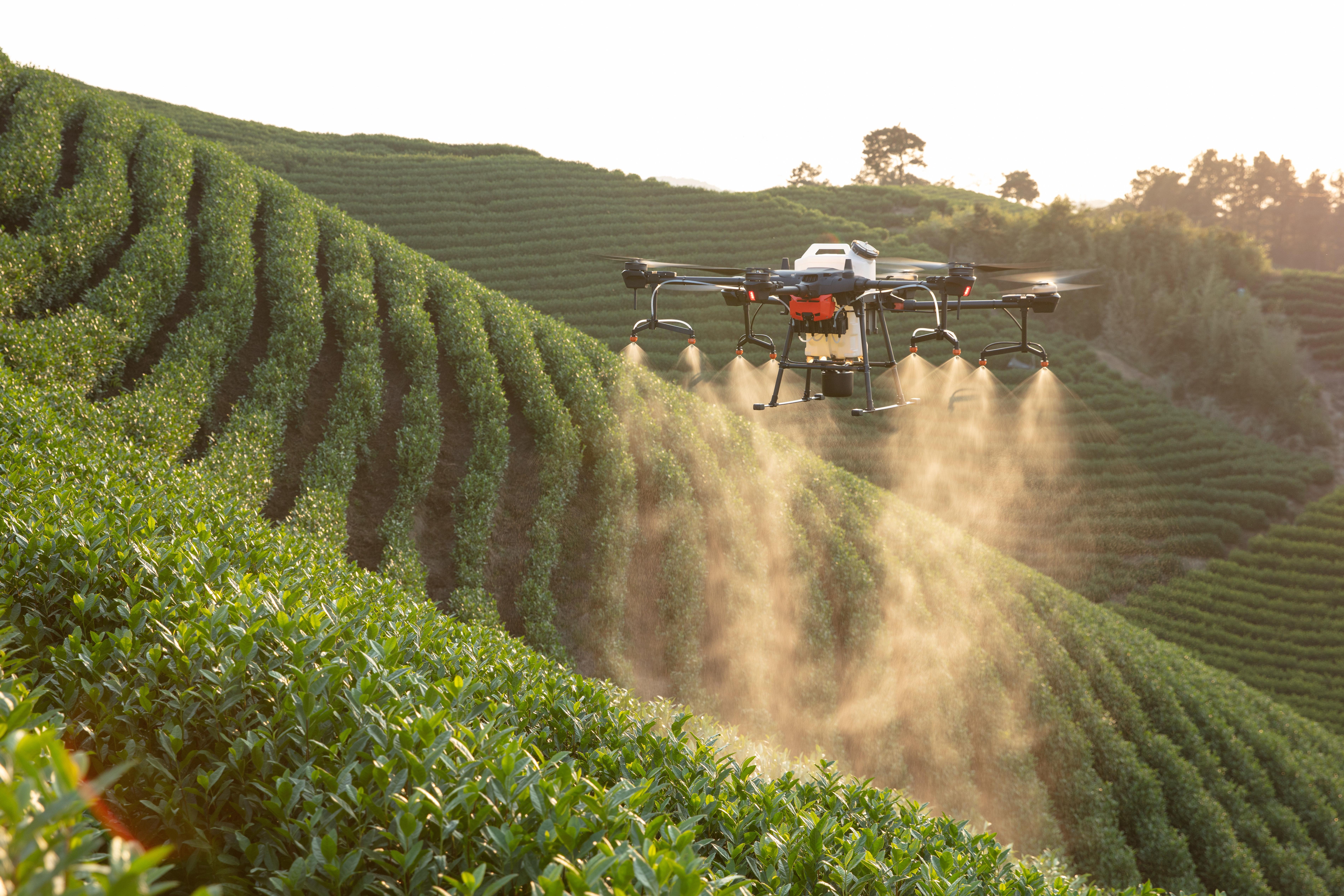 社会资讯_大疆发布农业植保无人机T20,全向雷达、落地即充引关注 | 极客公园