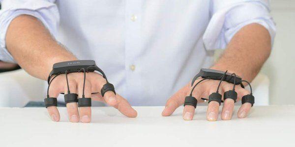 将键盘和鼠标「戴在手上」,这样就能隔空输入了 | 极客公园
